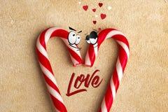 Κάλαμος καραμελών δύο εραστών με την επιγραφή αγάπης στοκ φωτογραφίες με δικαίωμα ελεύθερης χρήσης