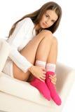 κάλτσες που φορούν τη γυ Στοκ εικόνα με δικαίωμα ελεύθερης χρήσης
