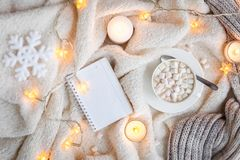 Κάλυμμα, φω'τα Χριστουγέννων, εκλεκτής ποιότητας παιχνίδι, κεριά Στοκ εικόνες με δικαίωμα ελεύθερης χρήσης