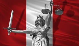 Κάλυψη για το νόμο Άγαλμα του Θεού της δικαιοσύνης Themis με τη σημαία του υποβάθρου του Περού Αρχικό άγαλμα της δικαιοσύνης Femi Στοκ Εικόνες