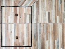 Κάλυψη κεραμιδιών πατωμάτων με το σκουριασμένο γόμφο Στοκ εικόνες με δικαίωμα ελεύθερης χρήσης