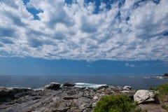 Κάλυψη σύννεφων πέρα από το σημείο Pemaquid στην ακτή της Νέας Αγγλίας Στοκ Εικόνα