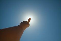 κάλυψη του ήλιου δάχτυλ& Στοκ Φωτογραφία