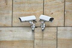 Κάμερα ασφαλείας ενός κτηρίου στοκ φωτογραφία
