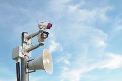 Κάμερα ασφαλείας και ενισχυτής Στοκ φωτογραφία με δικαίωμα ελεύθερης χρήσης