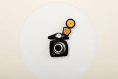 Κάμερα εγγράφου στη ευχετήρια κάρτα που γίνεται με το isola τεχνικής Στοκ Φωτογραφίες