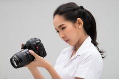 Κάμερα λαβής φωτογράφων φοιτητών πανεπιστημίου στοκ εικόνα