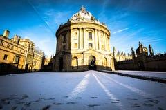Κάμερα Οξφόρδη Radcliffe στο χιόνι στοκ εικόνες