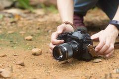 Κάμερα στα χέρια των γυναικών Στοκ Εικόνα