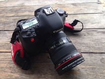 Κάμερα της Canon με το φακό Στοκ Εικόνες