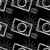 Κάμερα φωτογραφιών στο υπόβαθρο πινάκων κιμωλίας Στοκ Φωτογραφίες