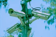 Κάμερες CCTV που εγκαθίστανται στη διατομή Στοκ Εικόνα