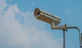 Κάμερες CCTV που εγκαθίστανται στο πάρκο Στοκ Εικόνες