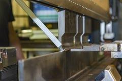 Κάμψη του μετάλλου στη μηχανή Στοκ εικόνα με δικαίωμα ελεύθερης χρήσης