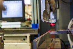 Κάμψη του μετάλλου στη μηχανή Στοκ Εικόνα