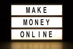 Κάνετε τα χρήματα το σε απευθείας σύνδεση ελαφρύ πίνακα σημαδιών κιβωτίων στοκ φωτογραφία με δικαίωμα ελεύθερης χρήσης