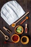 Κάνετε τις επιλογές ή γράψτε τη συνταγή Χλεύη επάνω για τις επιλογές ή τη συνταγή Κύριο καπέλο κοντά στα καρυκεύματα και ingerdie Στοκ φωτογραφία με δικαίωμα ελεύθερης χρήσης