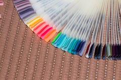κάνετε το καρφί να γυαλίσει τα προϊόντα επάνω Στιλβωτική ουσία πηκτωμάτων Στιλβωτική ουσία καρφιών στα διαφορετικά χρώματα άκρες Στοκ Φωτογραφία