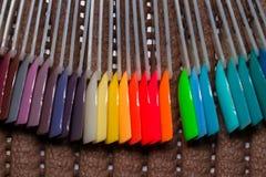 κάνετε το καρφί να γυαλίσει τα προϊόντα επάνω Στιλβωτική ουσία πηκτωμάτων Στιλβωτική ουσία καρφιών στα διαφορετικά χρώματα άκρες Στοκ φωτογραφία με δικαίωμα ελεύθερης χρήσης