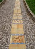 Κάννη-ε - Handprints στο μονοπάτι στοκ εικόνα με δικαίωμα ελεύθερης χρήσης