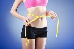 κάνοντας δίαιτα γυναικείες νεολαίες έννοιας Στοκ εικόνα με δικαίωμα ελεύθερης χρήσης
