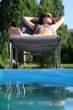κάνοντας ηλιοθεραπεία γυναίκα Στοκ Φωτογραφία