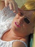 Κάνοντας ηλιοθεραπεία θερινή γυναίκα Στοκ φωτογραφία με δικαίωμα ελεύθερης χρήσης