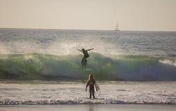 Κάνοντας σερφ στην παραλία του Σαν Κλεμέντε, Καλιφόρνια στοκ εικόνα με δικαίωμα ελεύθερης χρήσης