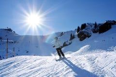 κάνοντας σκι γυναίκα Στοκ Εικόνες