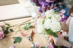 κάνοντας τη μόδα τη σύγχρονη ανθοδέσμη του λουλουδιού Στοκ φωτογραφία με δικαίωμα ελεύθερης χρήσης