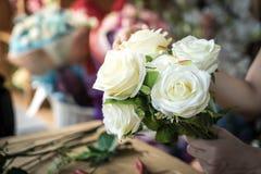 κάνοντας τη μόδα τη σύγχρονη ανθοδέσμη του λουλουδιού Στοκ Εικόνες