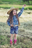 Κάουμποϋ μικρών κοριτσιών πορτρέτου Στοκ φωτογραφία με δικαίωμα ελεύθερης χρήσης