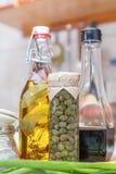 Κάπαρη στο βάζο γυαλιού, βαλσαμικό ξίδι στοκ φωτογραφία με δικαίωμα ελεύθερης χρήσης