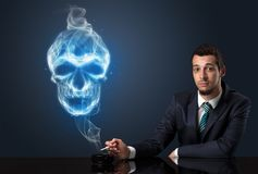 Κάπνισμα επιχειρηματιών Στοκ εικόνα με δικαίωμα ελεύθερης χρήσης