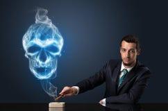 Κάπνισμα επιχειρηματιών Στοκ φωτογραφία με δικαίωμα ελεύθερης χρήσης