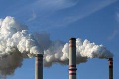 κάπνισμα ισχύος φυτών άνθρακα καπνοδόχων Στοκ Φωτογραφία