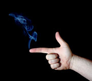 κάπνισμα πυροβόλων όπλων δάχτυλων Στοκ εικόνα με δικαίωμα ελεύθερης χρήσης