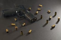 κάπνισμα πυροβόλων όπλων στοκ εικόνες