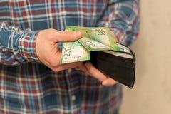 Κάποιο ρωσικό νόμισμα, συμπεριλαμβανομένων των νέων 200 και 2000 λογαριασμών ρουβλιών στοκ φωτογραφίες