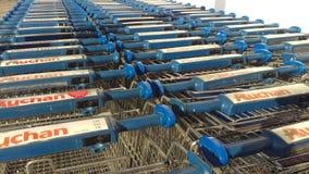 Κάρρα αγορών Auchan στοκ φωτογραφία