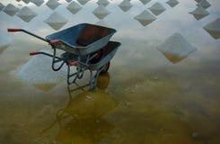 Κάρρα στο αλατισμένο αγρόκτημα θάλασσας Στοκ φωτογραφία με δικαίωμα ελεύθερης χρήσης
