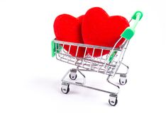 Κάρρο αγορών και κόκκινες καρδιές στοκ φωτογραφία με δικαίωμα ελεύθερης χρήσης