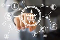Κάρρο αγορών κουμπιών ώθησης επιχειρηματιών με το νόμισμα Ιστού δολαρίων Στοκ Εικόνες
