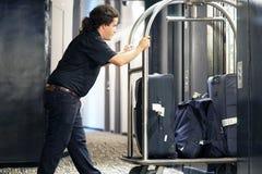 Κάρρο αποσκευών ξενοδοχείων στοκ φωτογραφία με δικαίωμα ελεύθερης χρήσης