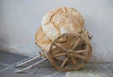 Κάρρο με το ψωμί Στοκ εικόνες με δικαίωμα ελεύθερης χρήσης