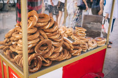 Κάρρο Simit με τουρκικά bagels στην οδό Στοκ εικόνα με δικαίωμα ελεύθερης χρήσης