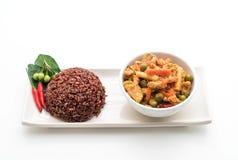 Κάρρυ Panaeng με το ρύζι χοιρινού κρέατος και μούρων Στοκ Φωτογραφία