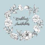 Κάρτα γαμήλιας πρόσκλησης με ένα όμορφο στεφάνι των τριαντάφυλλων επίσης corel σύρετε το διάνυσμα απεικόνισης ελεύθερη απεικόνιση δικαιώματος