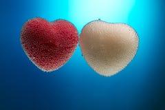 Κάρτα για την ημέρα βαλεντίνων ` s: Κόκκινη και άσπρη καρδιά που καλύπτεται με το bubbl Στοκ εικόνα με δικαίωμα ελεύθερης χρήσης
