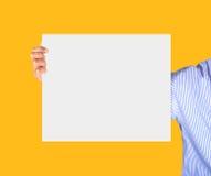 Κάρτα εκμετάλλευσης χεριών Στοκ φωτογραφίες με δικαίωμα ελεύθερης χρήσης
